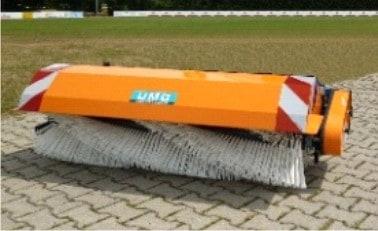 Kehrmaschine mit rotierender Walze (Schnee)